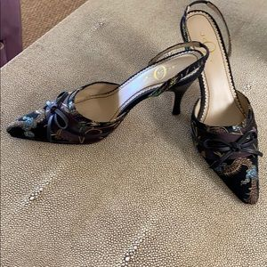 Shoes - Mules in chic oriental silk. Size 6